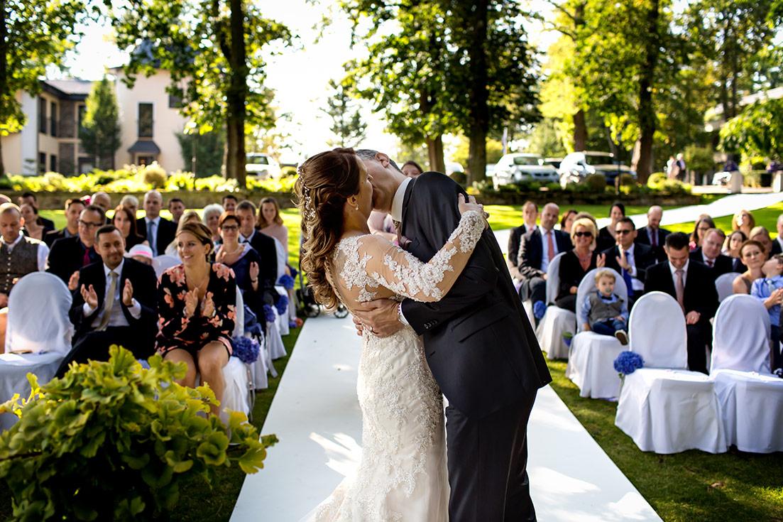 Hochzeit Burg Schwarzenstein Hochzeitskuss